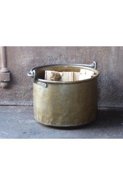 Antiker Kaminholzkorb aus 15,16