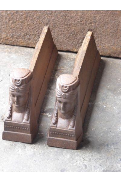 Kaminhunde einer Sphinx aus 14